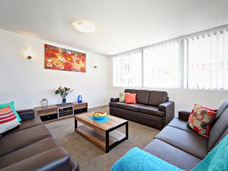 VILLA LE-SANDS SYDNEY - 10 min to CBD, Sleeps 10 - Brighton le Sands vacation rentals