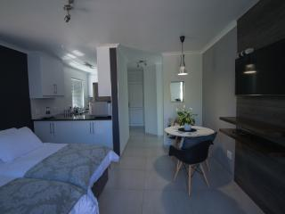 Cozy Brackenfell vacation Apartment with A/C - Brackenfell vacation rentals