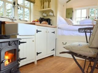 Fab & luxurious glamping, shower room, logburner - Benenden vacation rentals