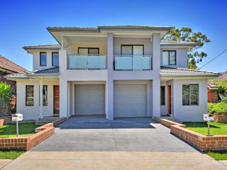 AUSTRAL VILLAs  SYDNEY - Ideal for Larger groups - Westmead vacation rentals
