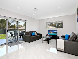4 bedroom House with A/C in Revesby - Revesby vacation rentals