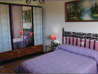 Bright 3 bedroom Apartment in El Gastor with Internet Access - El Gastor vacation rentals