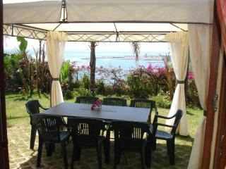 Appartamento in villa bifamiliare con piscina - Santo Stefano al Mare vacation rentals