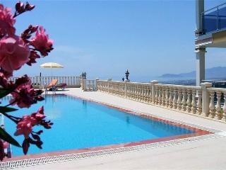 Superbe duplex de 228 m² à 3 km de la plage - Kargicak vacation rentals