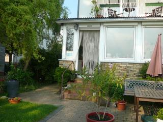 5 persons, 3 bedrooms, small kitchen, balcony - Cologne vacation rentals