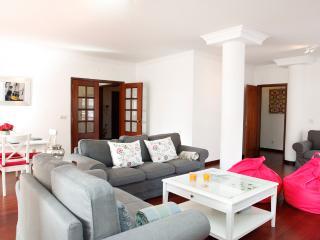 Cascais Guia's gorgeous & spacious apartment - Cascais vacation rentals