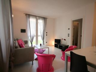Fuxia Sleeps 6 modern appartment with pool - Pianello del Lario vacation rentals