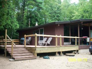 3 Bedrooms Cottage for rent, Ipperwash Beach - Lambton Shores vacation rentals