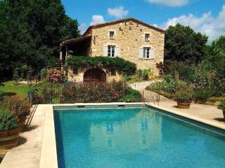 Petit Vue Vert. Heated Pool. Lot River. - Puy-l Eveque vacation rentals
