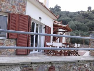 Comfortable 3 bedroom Stafylos Villa with Internet Access - Stafylos vacation rentals