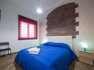 LA CASA DELLE FAVOLE CON MERAVIGLIOSA VISTA ETNA - Acireale vacation rentals