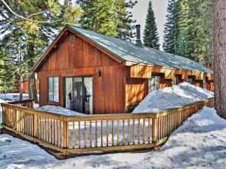 Rustically Cozy 2BR Truckee Cabin in Tahoe Donner w/Private Deck & Wood Burning Stove - Close to Donner Lake, Old Town Truckee, Lake Tahoe, Major Ski Areas & Golf Courses! - Truckee vacation rentals