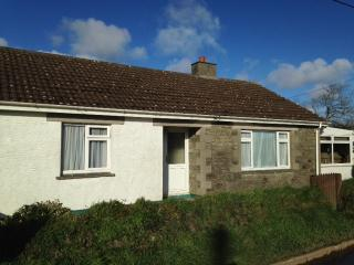 Detached Bungalow in pretty village near to Helford River - Mawgan vacation rentals