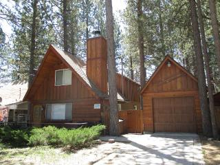 HONEY BEAR - UPGRADED CHALET - FOOSBALL - WIFI - Big Bear Area vacation rentals