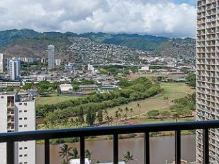 End Unit Condo with Full Kitchen and Free Parking! - Honolulu vacation rentals