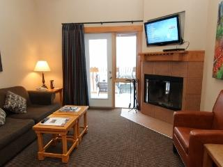 Banff Hidden Ridge Resort 2 Bedroom + Loft Condo (3 Queens) - Banff vacation rentals