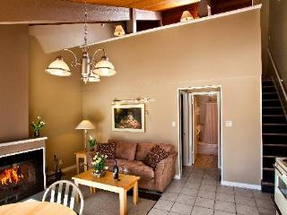 Banff Tunnel Mountain Comfortable 1 Bedroom Condo + Loft - Banff vacation rentals