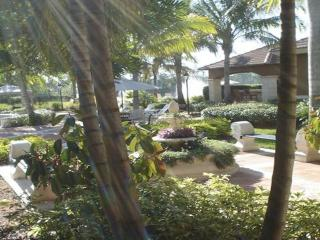 North Naples, 2/2  in gated resort Community - Naples vacation rentals