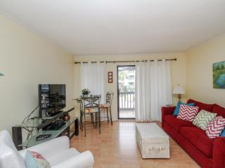 Gorgeous 1 bedroom Condo in Forest Beach - Forest Beach vacation rentals