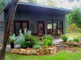 "The ""Fine Thyme Snuggery"" Eco-cabin - Kangaroo Valley vacation rentals"