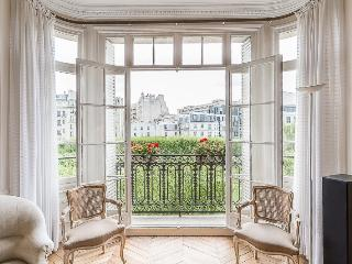 3 bedroom Apartment with Internet Access in 7th Arrondissement Palais-Bourbon - 7th Arrondissement Palais-Bourbon vacation rentals