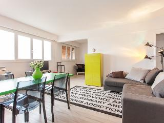 Nice Condo with Internet Access and Dishwasher - 18th Arrondissement Butte-Montmartre vacation rentals