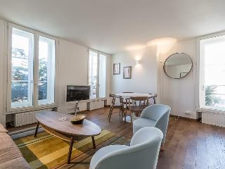 Bright Condo with Internet Access and Washing Machine - 18th Arrondissement Butte-Montmartre vacation rentals