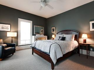 Grey Whale-Spacious rental home for larger families - South Haven vacation rentals