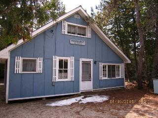 PineVilla 4 Bedroom Sleeps 8 Close to The Beach - Sauble Beach vacation rentals