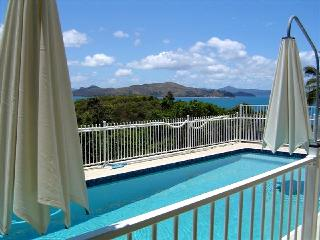 Comfortable Villa with Long Term Rentals Allowed and Television - Shute Harbour vacation rentals