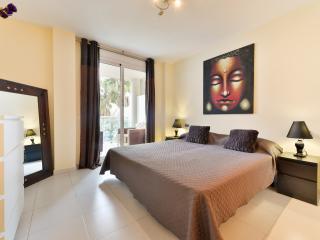 Beautiful 2 bed room Seaview-Bossa - Playa d'en Bossa vacation rentals