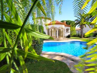 B07 BARON villa piscina privada y gran jardín wifi - Miami Platja vacation rentals
