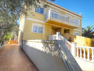 B20 FRANCESCA villa adosada con piscina privada - Miami Platja vacation rentals