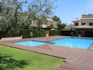 C31 ESTADA2 adosado 4 dormitorios, jardín, piscina - L'Hospitalet de l'Infant vacation rentals