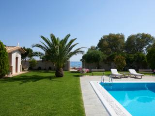 Villa Pvt Pool 50m from the beach - Kalyvia Thorikou vacation rentals