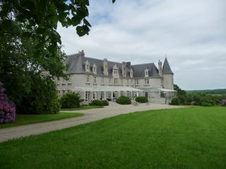 Wonderful B&B with Internet Access and Dishwasher - Chateauneuf du Faou vacation rentals