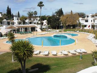 Nice Condo with A/C and Shared Outdoor Pool - Albufeira vacation rentals