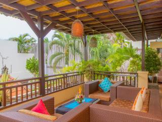 Cozy Villa with Deck and Internet Access in Seminyak - Seminyak vacation rentals