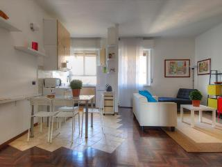 Recently renovated with balcony, close to Milan fair - Milan vacation rentals