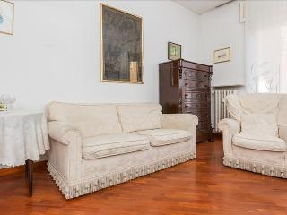 Bright Condo with Central Heating and Television - Milan vacation rentals