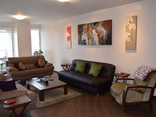Lux 3bd /4BA Apt, Best Location, Upper Nghbr, Pool - Ecuador vacation rentals