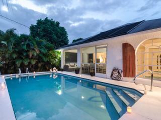 Luxury Beach House, 3 beds, 3 bath with Pool, walk or bike to Vanderbilt Beach - Naples vacation rentals