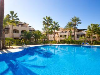 Nice Condo with Internet Access and A/C - Puerto José Banús vacation rentals