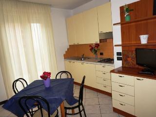 Romantic 1 bedroom Condo in Rivazzurra di Rimini with Internet Access - Rivazzurra di Rimini vacation rentals