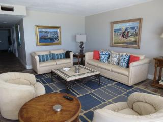 3 bedroom Apartment with Internet Access in Indian Shores - Indian Shores vacation rentals