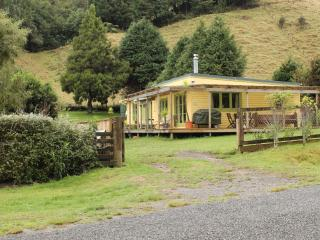 Back of Beyond Cottage Cosy, comfortable retreat - Rotorua vacation rentals