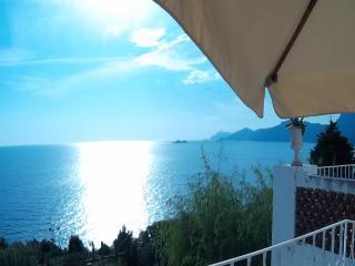 Villa Zezelio con giardino e terrazzi vista Capri - Praiano vacation rentals