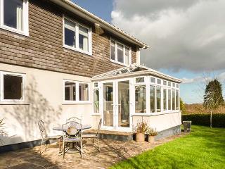 CLOVER COTTAGE, luxury detached cottage, woodburner, designer kitchen, dog-friendly, beach nearby, Beesands, Ref 921732 - Beesands vacation rentals