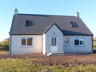 HILLTOP, single-storey, detached cottage, woodburner, enclosed garden - Lochinver vacation rentals