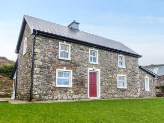 OAK WOOD HOUSE, detached, wonderful views, en-suite, stoves, garden, Kenmare, Ref 929939 - Kenmare vacation rentals